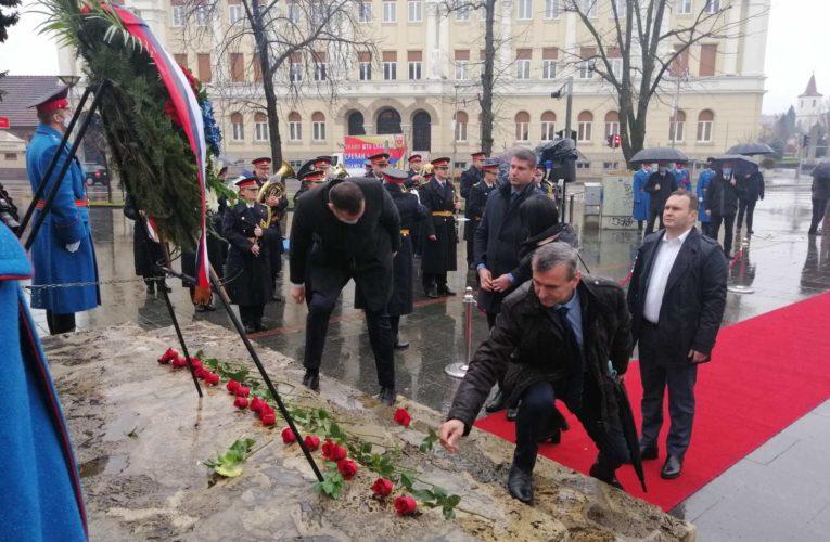 Сакан и Гламочак присуствовали полагању вијенаца поводом Дана Републике