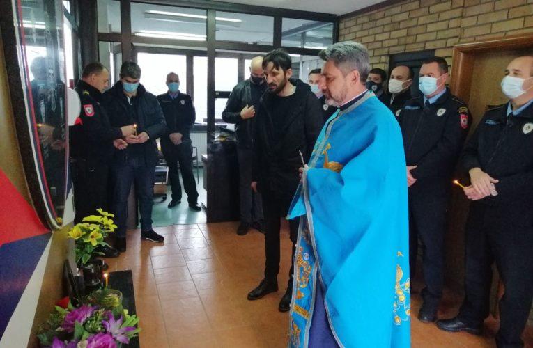Служен парастос погинулим полицајцима